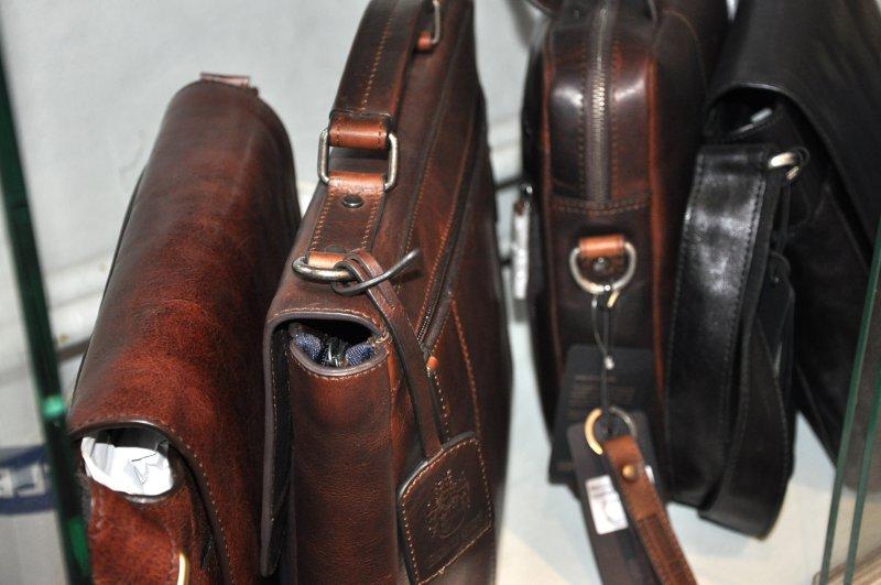 db81f0c74d5 Lederwaren bei Papierhaus Hartmann. In unserem Geschäft in Greifswald  beraten wir Sie gerne, welche Lederprodukte gut zu Ihnen passen.